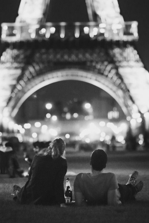 Evening Wine Picnic At The Eiffel Tower Wishing This For My Paris Loving Beautiful Princess One Day If She Finds Someone To Do Her When