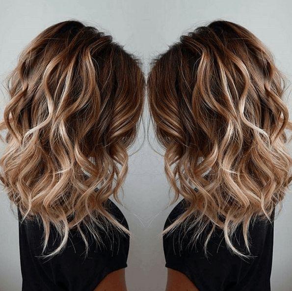 Cheveux brun meche blonde photo